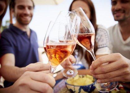 El 70% de los españoles valora ahora más la compañía de la familia y el 80% quiere celebrar más, según una encuesta