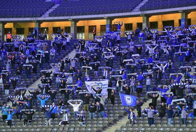 Fútbol.- La UEFA aprueba el regreso de los aficionados a un máximo del 30% de ca