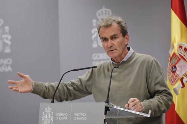 El director del Centro de Coordinación de Alertas y Emergencias Sanitarias (CCAES), Fernando Simón, interviene en la rueda de prensa de seguimiento de la pandemia del Covid-19 convocada en el Ministerio de Sanidad, en Madrid, (España), a 1 de octubre de 2
