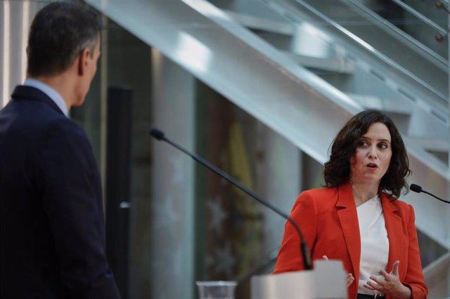 El presidente del Gobierno, Pedro Sánchez, y la presidenta de la Comunidad de Madrid, Isabel Díaz Ayuso