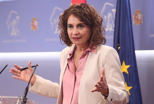 La ministra Portavoz y de Sanidad, María Jesús Montero, interviene durante una rueda de prensa convocada tras la sesión de control al Gobierno en el Congreso de los Diputados, en Madrid (España), a 30 de septiembre de 2020.