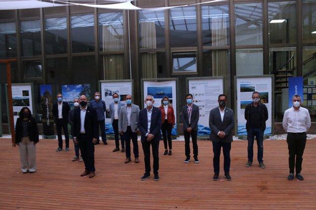 Imatge de grup dels participants en la II Taula Institucional de les Terres de l'Ebre a la seu de l'IRTA a Sant Carles de la Ràpita, Imatge del 2 d'octubre de 2020. (horitzontal)