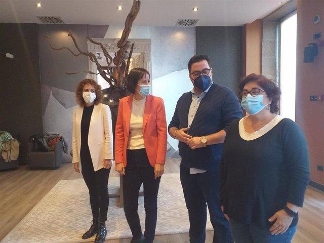 La portavoz nacional del BNG, Ana Pontón (centro), junto a las diputadas nacionalistas Alexandra Fernández y Carmela González, y el edil del BNG en Vigo, Xabier Pérez Igrexas.