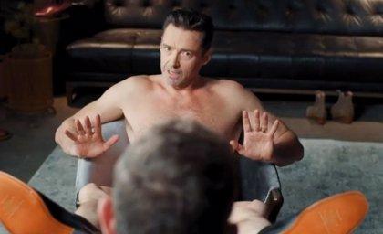 Hugh Jackman se desnuda para un anuncio y Ryan Reynolds vuelve a 'trolearle'