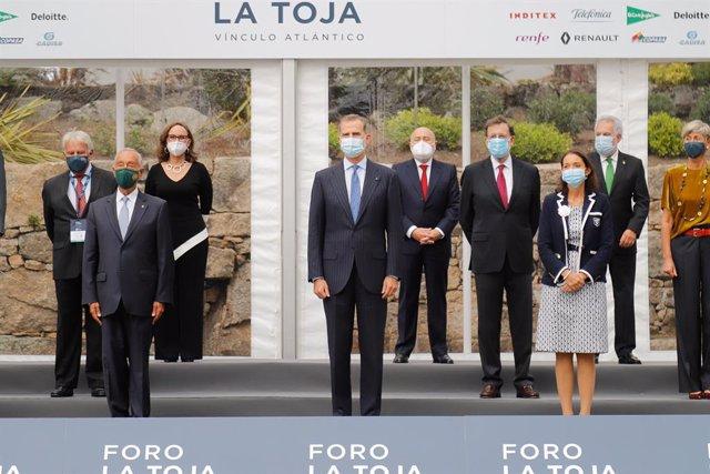 """Rajoy censura que haya ministros que pongan en """"tela de juicio"""" la monarquía, """"f"""