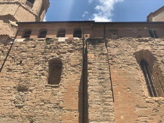 Imatge de l'exterior de l'església de Santa Maria d'Almenar, el 2 d'octubre del 2020. (Horitzontal)