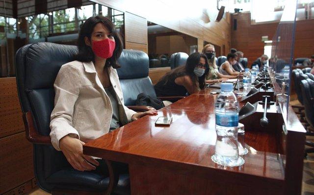 La portavoz de Unidas Podemos-IU en la Asamblea de Madrid, Isa Serra,  Isa Serra, durante la primera jornada del debate del Estado de la Región, en la Asamblea de Madrid (España), a 14 de septiembre de 2020. Se trata del primer debate del Estado de la Reg