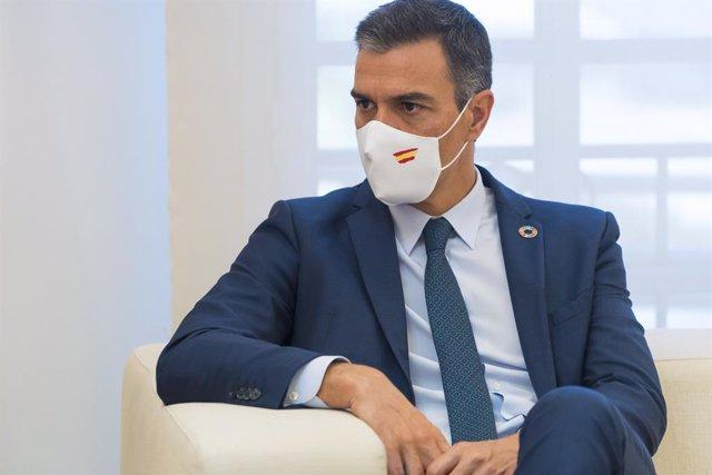"""Cvirus.- Sánchez desea una """"pronta y plena recuperación"""" a Donald Trump y su esp"""