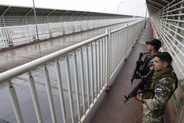 Paraguay/Brasil.- Bolsonaro y Abdo Benítez acuerdan reabrir sus fronteras antes