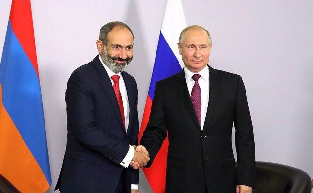"Armenia/Azerbaiyán.- Putin traslada a Pashinian la importancia de ""detener las h"