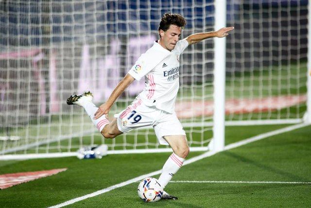 Fútbol.- Odriozola también se lesiona y el Real Madrid se queda sin laterales de