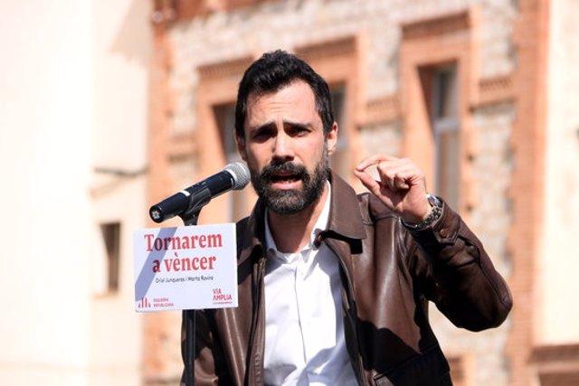 Pla mitjà del president del Parlament, Roger Torrent; en la presentació del llibre 'Tornarem a vèncer' a Tarragona. Imatge del 3 d'octubre del 2020 (Horitzontal).