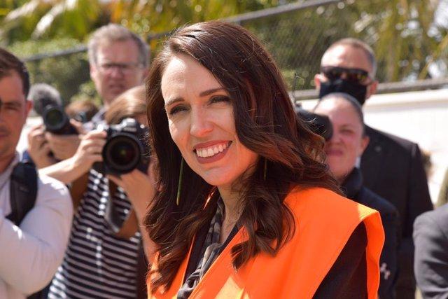 Nueva Zelanda.- La primera ministra de Nueva Zelanda deposita su voto en la aper