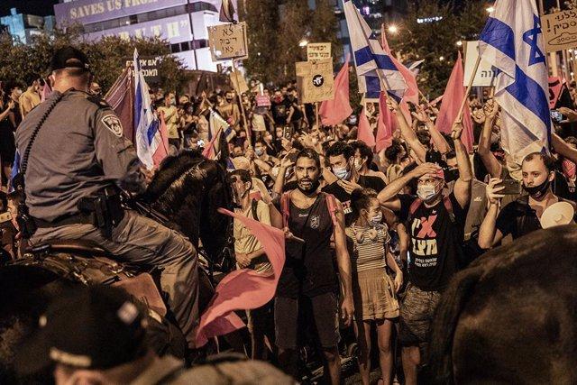 Israel.- Miles de personas se manifiestan contra Netanyahu en Israel por limitac