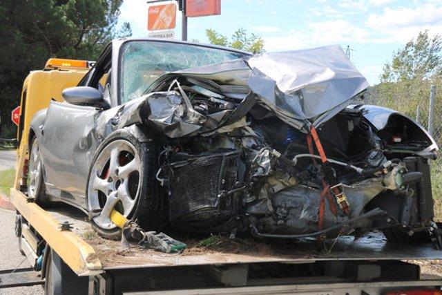 Primer pla d'un dels vehicles accidentats aquest diumenge 4 d'octubre de 2020 a Riudarenes. (Horitzontal)
