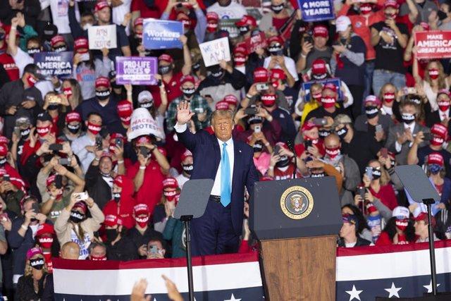 EEUU.- Tres de cada cuatro estadounidenses creen que Trump no tomó las medidas a