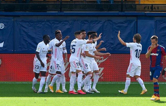 Fútbol/Primera.- Crónica del Levante - Real Madrid, 0-2