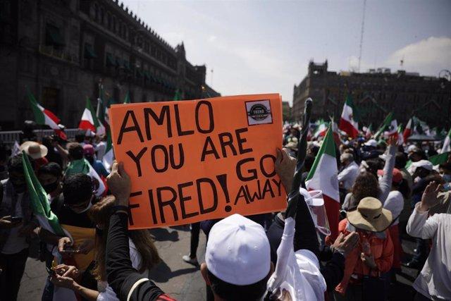 Manifestación celebrada en el caso antiguo del centro de Ciudad de México contra el Gobierno del presidente,  Andrés Manuel López Obrador.