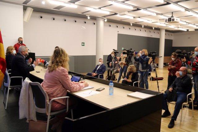 Pla picat de la roda de premsa sobre les noves mesures del Procicat amb representants del Govern i els alcaldes de Tortosa, Amposta i Roquetes. Imatge del 5 d'octubre del 2020 (horitzontal)
