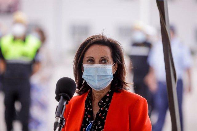 La ministra de Defensa, Margarita Robles, visita la Unidad Militar de Emergencias (UME), en la Base aérea de Torrejón de Ardoz, Madrid (España), a 17 de septiembre de 2020. Los ministros realizan la visita para conocer las capacidades sanitarias de las qu