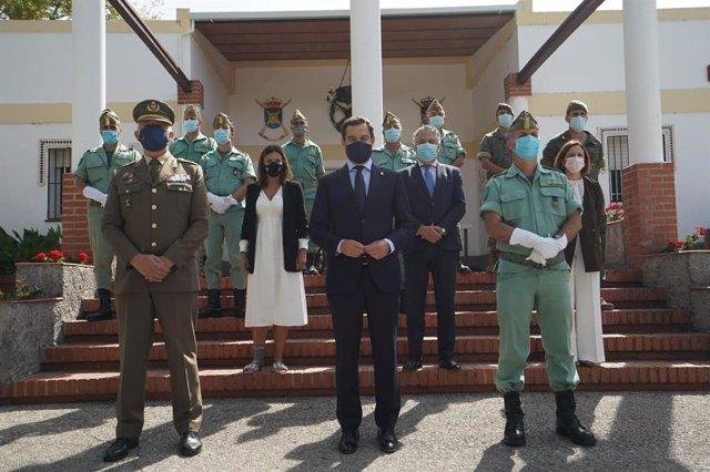 El presidente de la Junta de Andalucía, Juanma Moreno, visita el acuartelamiento Montejaque de Ronda de la Legión Española junto a otras autoridades