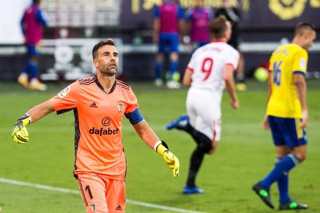 Fútbol.- Cifuentes se retira en la temporada de su debut en Primera