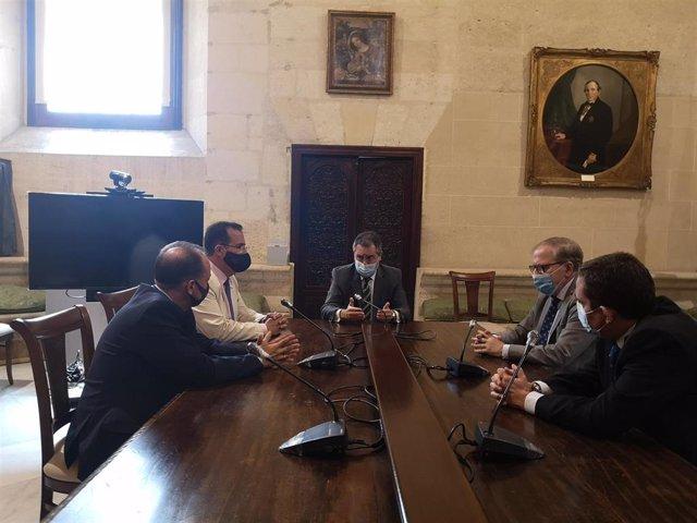 Espadas, durante la reunión con el Ateneo de Sevilla