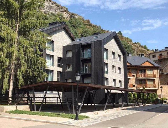 La conversión de un antiguo hotel en viviendas en Panticosa (Huesca) gana el XXXV Premio García Mercadal de Arquitectura