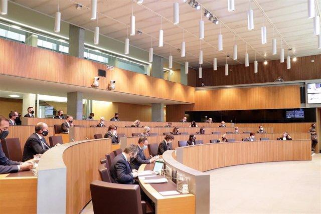 La Sesión Del Consell General En Que Se Ha Aprobado La Adhesión De Andorra Al FMI.