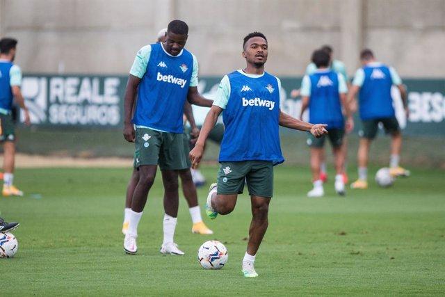 Fútbol.- El centrocampista camerunés Wilfrid Kaptoum se desvincula del Betis