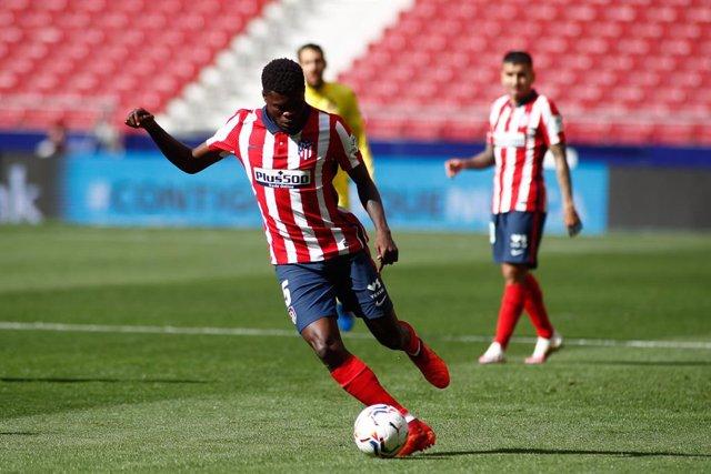 Fútbol.- El Arsenal paga la cláusula de Thomas Partey y el Atlético le sustituye