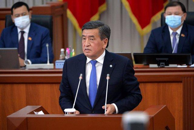 El presidente de Kirguistán, Sooronbái Zheenbékov.