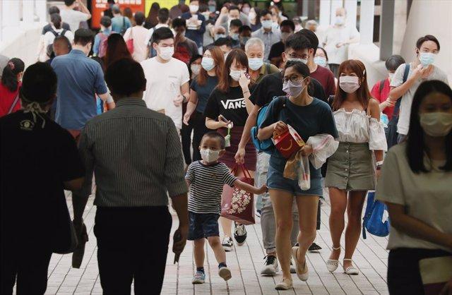 Coronavirus.- China confirma una nueva docena de casos importados y sigue sin co