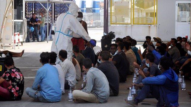 Italia.- El Gobierno de Italia revoca parcialmente las medidas migratorias adopt