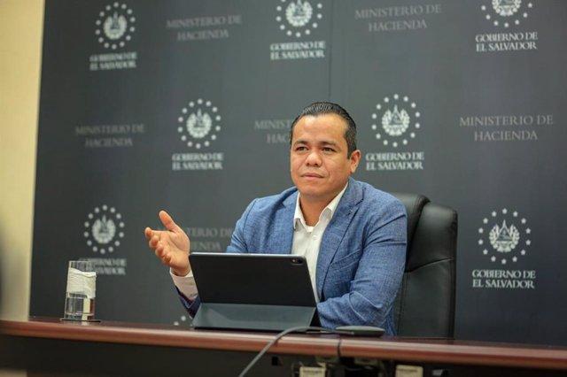 El Salvador.- La Fiscalía salvadoreña investiga al ministro de Hacienda por impa