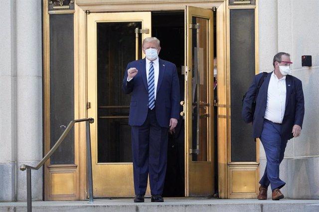 El president dels Estats Units, Donald Trump, surt de l'hospital militar Walter Reed.
