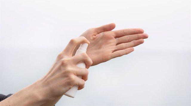 """Coronavirus.- Los dermatólogos recomiendan un uso """"prudente"""" de los hidrogeles"""