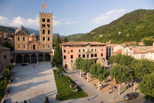 Pla general del monestir de Ripoll, una de les seus del festival Som Cultura, en una imatge d'arxiu cedida a l'ACN el 6 d'octubre de 2020 (Horitzontal)