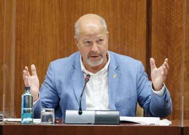 El consejero de Educación, Javier Imbroda, durante su comparecencia en comisión el 30 de septiembre.
