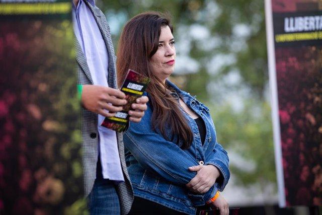 L'activista dels CDR Tamara Carrasco en la concentració a la Plaça Catalunya de Barcelona amb motiu de la finalització del judici de el 1-O.