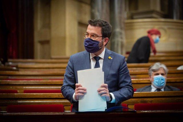 El vicepresident en funcions de president de la Generalitat, Pere Aragonès, en el ple monogràfic del Parlament sobre la situació sanitària del coronavirus.