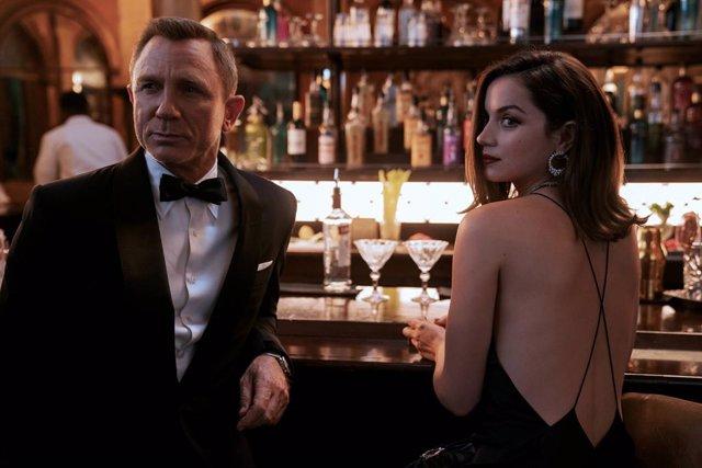 Ana de Armas y Daniel Craig en Sin tiempo para morir, la nueva película de James Bond