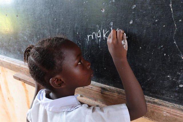Imagen de archivo de una escuela en Africa.