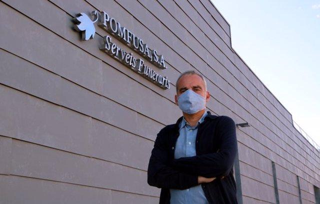Imatge de Jordi Casanovas, gerent de Pomfusa, davant el nou edifici a Esparreguera el 5 d'octubre de 2020. (Horitzontal)