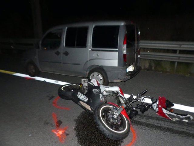 Imatge de dos des vehicles implicats en el sinistre, entre ells la motocicleta. Imatge del 7 d'octubre del 2020. (horitzontal)