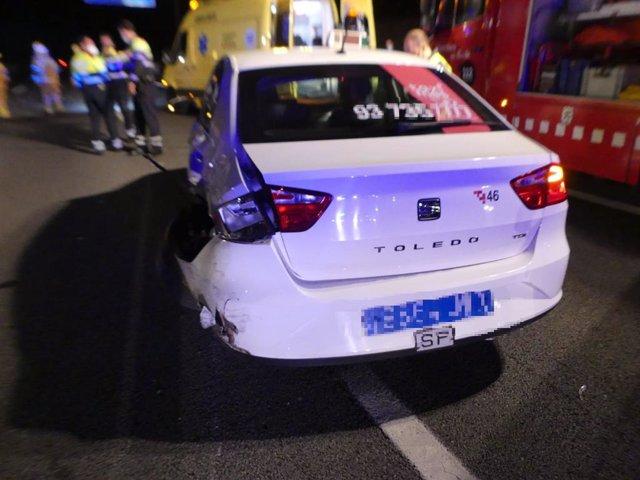 Un dels turismes implicats en l'accident múltiple