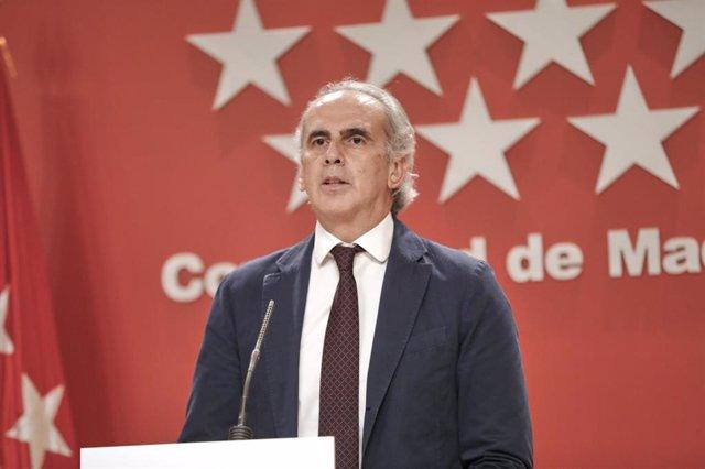 El consejero de Sanidad de la Comunidad de Madrid, Enrique Ruiz Escudero, comparece en rueda de prensa