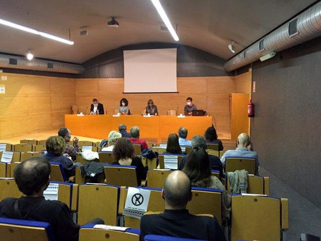 Pla general de la presentació de l'estudi sobre l'estat de les fosses als Cementiris de Lleida. Imatge del 7 d'octubre de 2020. (Horitzontal)