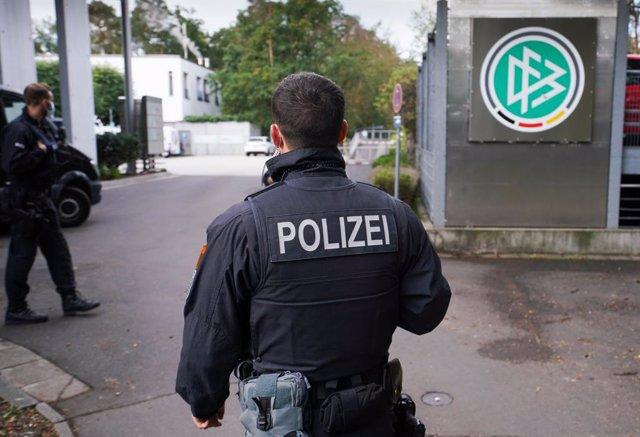 Fútbol.- La policía registra la sede de la Federación Alemana por sospecha de fr