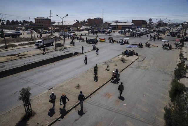 Calle bloqueada en El Alto por las protestas de agosto